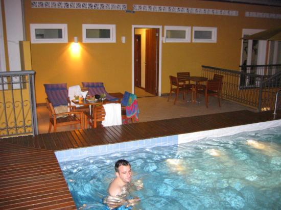 Hotel Casa do Amarelindo: La piscine le soir