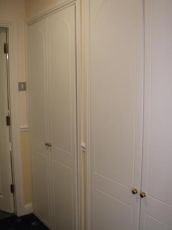 Sligo City Hotel: Wardrobes