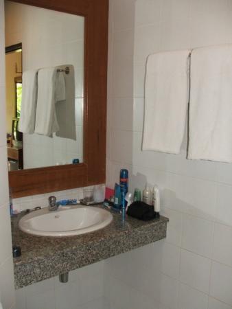 Patong Bayshore Hotel: bathroom-2