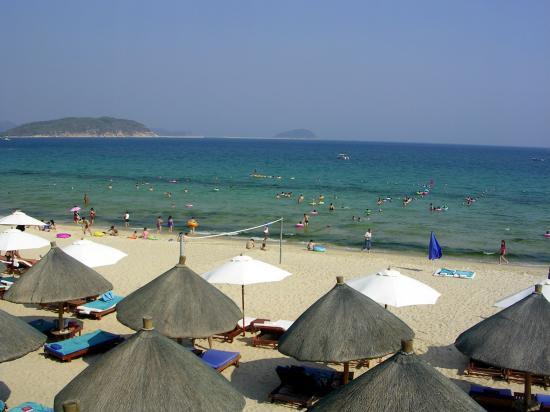 Huayu Resort and Spa Yalong Bay Sanya: Beach at Crowne Plaza