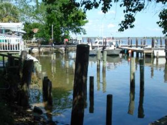 Apalachicola River Inn : Where are the docks?