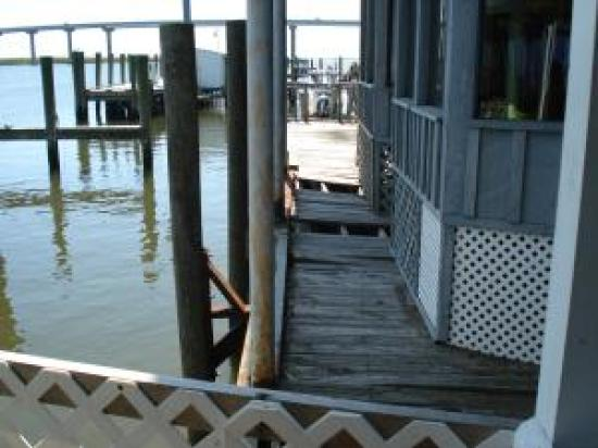 Apalachicola River Inn: Some places just get fenced off. Easier than repair.