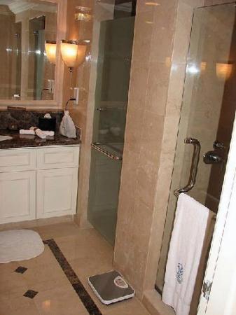 The Ritz-Carlton, Kuala Lumpur: Ritz Carlton bathroom
