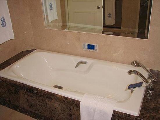 The Ritz-Carlton, Kuala Lumpur: Ritz Carlton bath