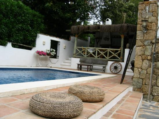 Rancho Sentosa: Pool side view on cheringuito