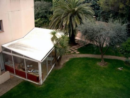 Hotel Le Floreal : Lawn/ Restaurant
