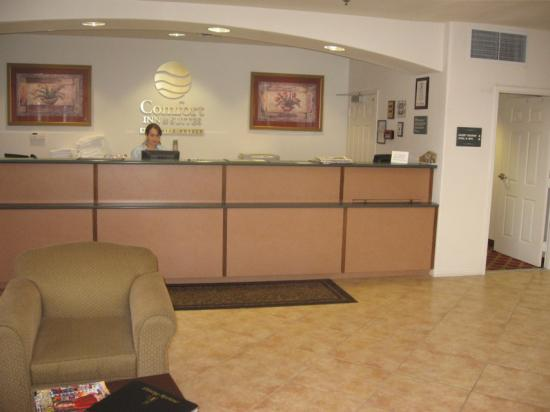 Lamplighter Inn & Suites: Lobby