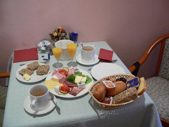 Juncker's Hotel Garni: Breakfast