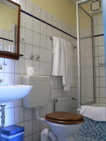 Juncker's Hotel Garni: Bathroom