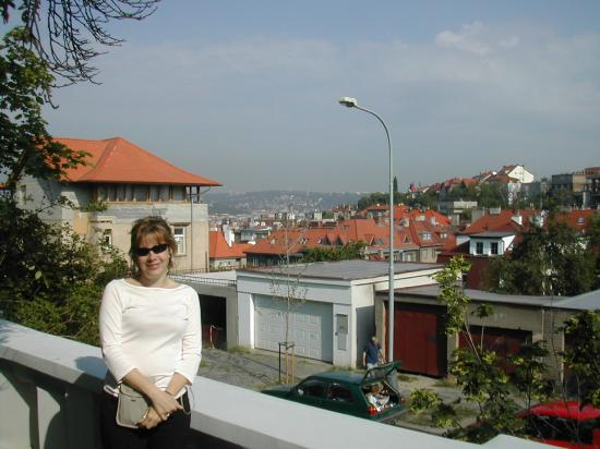 Lida Guest House: In front of Lida, overlooking Prague