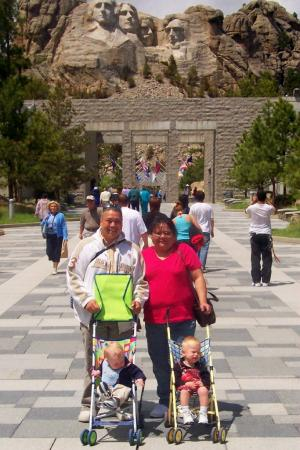 Econo Lodge Mt. Rushmore Memorial: Our Family at Mt. Rushmore
