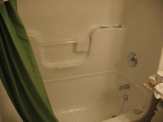 Super 8 Kingston : Bathtub
