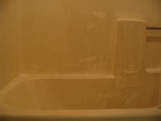 Ramada Vallejo: The shower.