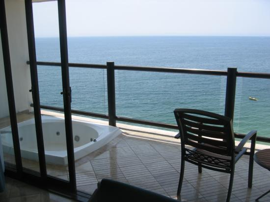 jacuzzi on balcony a little shallow but nice dreams picture of hyatt ziva puerto vallarta. Black Bedroom Furniture Sets. Home Design Ideas