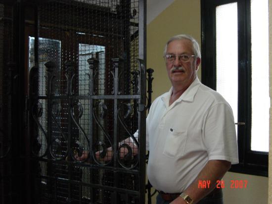 Hostal Acapulco : Antiquated elevator