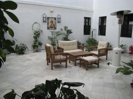 Hotel Marian: Un patio