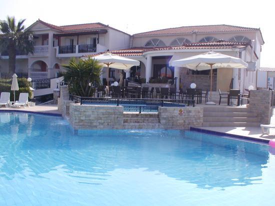 Venus Hotel & Suites: pool