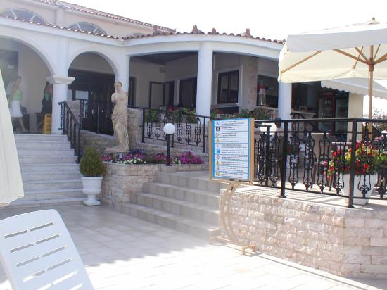 Venus Hotel & Suites: entrance