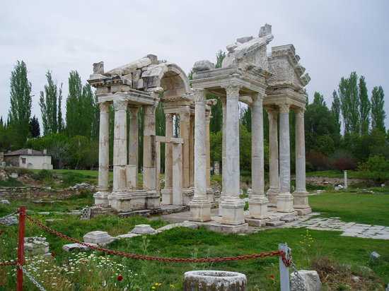 Geyre, Turquia: The Tetrapylon (monumental gate)
