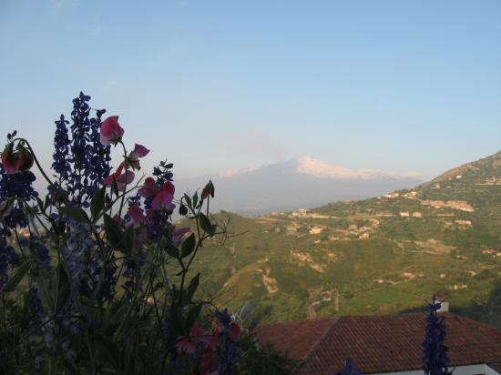 Residence Schuler: View of Etna from the terrace