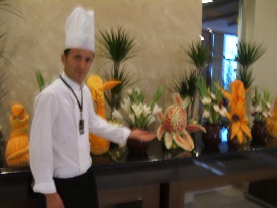 Voyage Belek Golf & Spa: tropical fruit sculptures