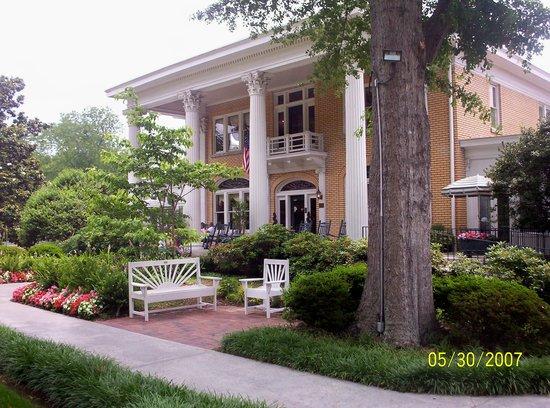 Blue Willow Inn