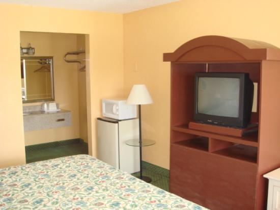 Motel 6 Wildwood: our room