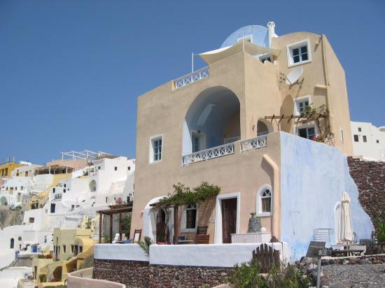 Art Maisons Luxury Santorini Hotels Aspaki & Oia Castle: Aspaki taken from sun chair area