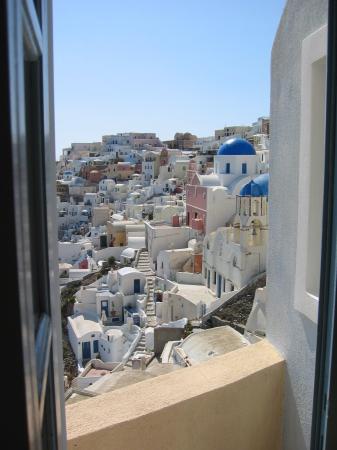 Art Maisons Luxury Santorini Hotels Aspaki & Oia Castle: Bedroom Window