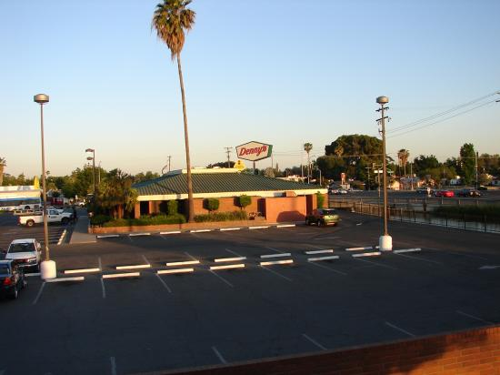 BEST WESTERN Village Inn: nearby Dennys
