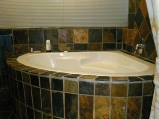 Cape Diamond bathtub - Picture of Cape Diamond Hotel, Cape Town ...