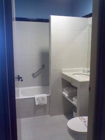 Hotel Subur: Subur Hotel bathroom