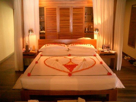 باروس جزر المالديف: Interieur Baros villa, Merci mister room boy