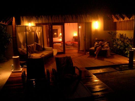باروس جزر المالديف: residence baros les soir sur la terasse