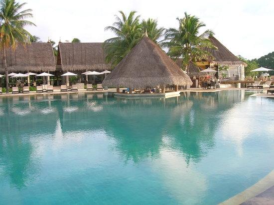 Four Seasons Resort Maldives at Kuda Huraa: Main pool