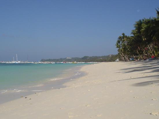 Hotel Isla Boracay-South: On the beach