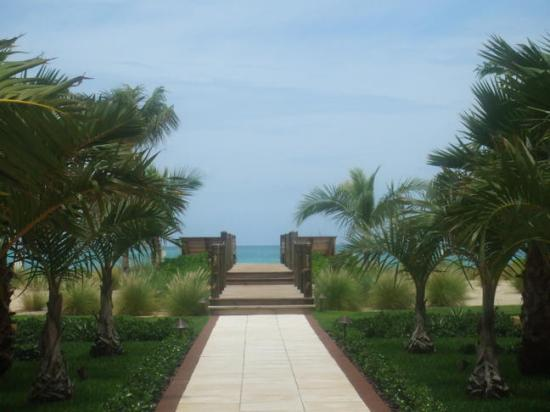 Villa Renaissance: Boardwalk to Beach