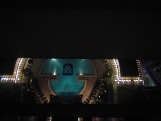 Pan Pacific Singapore: Vista de la alberca desde la hab en la noche