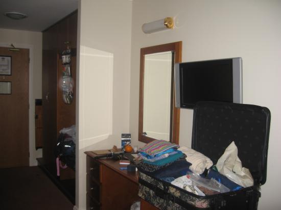 Camden Court Hotel : roomy