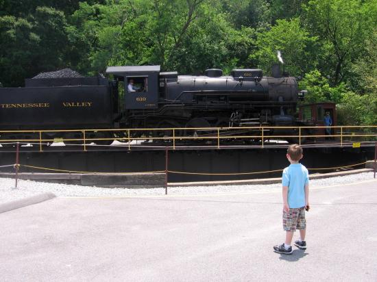 Tennessee Valley Railroad (TVR): On the turntable