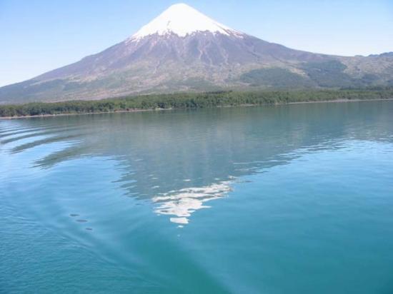 Parque Nacional Vicente Perez Rosales, Chile: Volcan Osorno a los pies del Lago Llanquihue