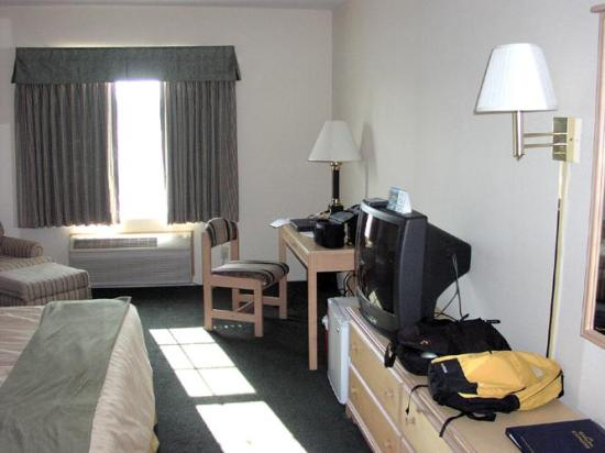 Fairfield Inn & Suites Bend Downtown: Bedroom after move in