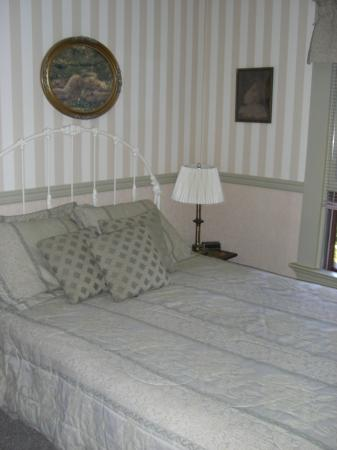 Inn at the Gorge: bedroom