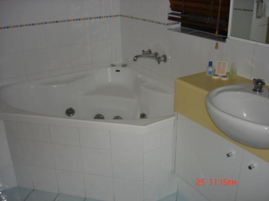Caribbean Resort Mooloolaba: Bathroom