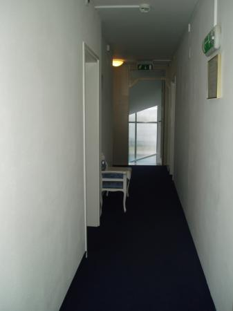 Hotel Excelsior: view down hallway