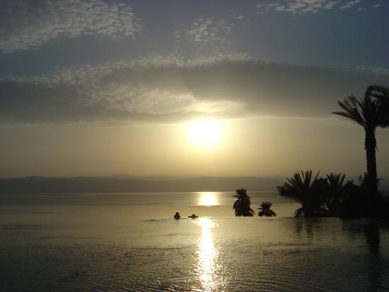 Kempinski Hotel Ishtar Dead Sea: Sunset