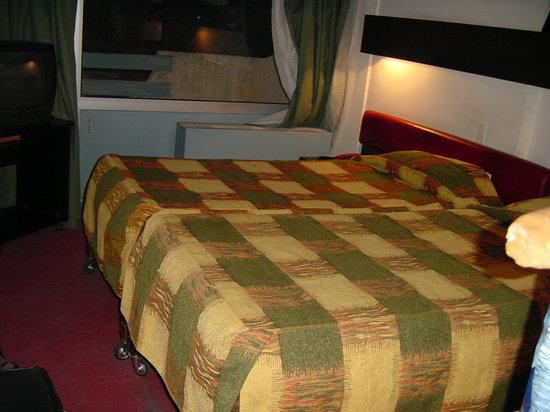 Hotel Chelia: We did sleep well in those beds.