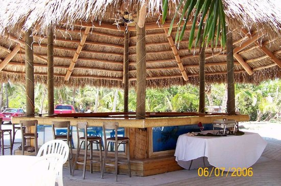 Coconut Cove Resort and Marina: tiki bar
