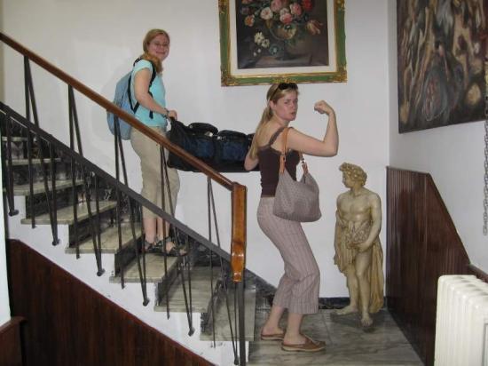 Hotel Il Bargellino: I liked the marble, etc.