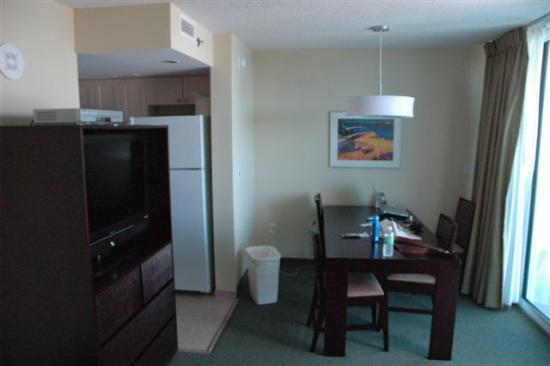 Seaside: Single room suite dining area